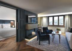 Geräumiger Wohn- und Schlafbereich der Executive Suite (c) Rainer Hofmann Photodesign (Hotel Zürserhof)