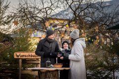 Glühwein am Adventsmarkt genießen (c) Angélica Morales (TVB Silberregion Karwendel)