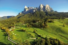 Golfplatz St. Vigil vor atemberaubender Bergkulisse (Hotel Lamm)