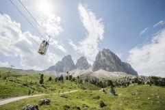 Gondelbahn und Wanderweg im Sommer  (c) IDM Südtirol (Hotel Sun Valley)