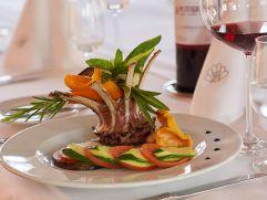 Gourmet-Speisen im Restaurant des Panoramahotels Kapuzinergarten (winzerhotels)