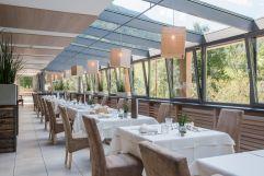 Gourmetküche im lichtdurchfluteten Restaurant genießen (Naturhotel Rainer)