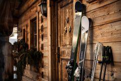 Grenzenloses Skifahren und individueller Freiraum im Chaletdorf in Leogang (c) Peter Küehnl (PURADIES Hotel & Chalets)