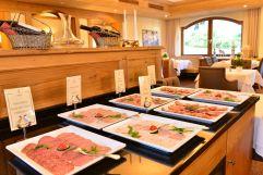 Große Auswahl an Wurstspezialitäten am Buffet (c) Sascha Duffn (Hotel Jagdhof)