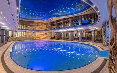 Großes Schwimmbad (Oberjoch - Familux Resort)
