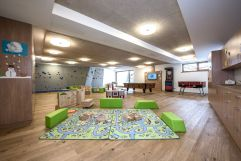 Großzügiger Kinderspielraum (c) Peter Kuehnl (PURADIES Hotel & Chalets)