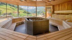 Großzügiger Saunabereich (c) Filippo Galluzzi (Wellnessresort AMONTI & LUNARIS)
