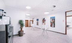 Großzügiges Foyer mit Tageslicht bei den Seminarräumen (c) Markus Auer (Hotel Kaiserblick)