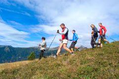 Gruppe beim Wandern (c) Georg Hofer (Tourismusverein Klausen)