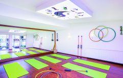Gymnastikmatten im großräumigen Fitnessraum (Parkhotel Burgmühle)