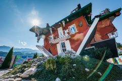 Haus steht Kopf (c) Angélica Morales (Silberregion Karwendel)