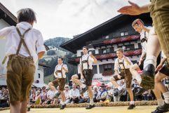 Heimatgruppe beim Schuhplattln (c) Florian Bachmeier (Tourismusverband Rauris)