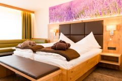 Helles Doppelbettzimmer (Thermenhotel Gass)