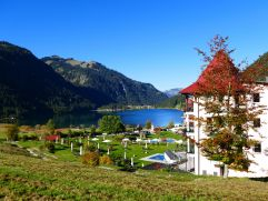 Herbstlicher Traumausblick auf den Laterndl Hof (c) Peter Zotz (Romantik Resort & Spa Der Laterndl Hof)