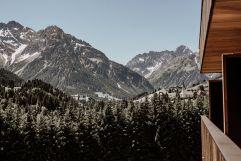 Herrlicher Ausblick in die sommerliche Berglandschaft (c) Aileen Melucci (Wellnesshotel Walserhof - Kleinwalsertal Hotels)