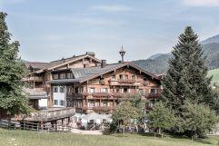 Historisches Bauernhaus am Hotel (c) Peter Kuehnl (PURADIES Hotel & Chalets)