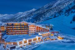 Hochfirst Außenansicht in winterlicher Nacht (c) Alexander Maria Lohmann (Alpen-Wellness Resort Hochfirst)