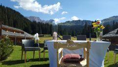 Hochzeit im Freien im Sommer (Tirler-Dolomites Living Hotel)