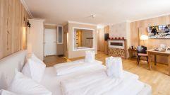 Hochzeitssuite mit großem Doppelbett und Wirlpool (Gut Edermann)