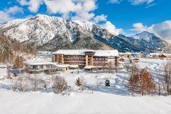 Hotel Aussenansicht in verschneiter Berglandschaft (c) Gerhard Wolkersdorfer (Das Rieser)