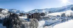 Hotelanlage im Winter (c) Peter Kuehnl (PURADIES Hotel & Chalets)