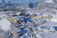 Hotelanlage im Winter (Hotel Peternhof)