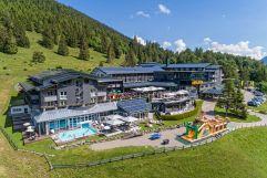 Hotelansicht im Sommer (Oberjoch - Familux Resort)