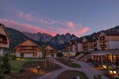 Hotelansicht in der Dämmerung (c) www.360perspektiven.at (Dachsteinkönig - Familux Resort)