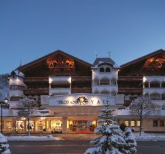 Hoteleingang im Winter bei Nacht (c) No Limit Fotodesign (Trofana Royale)