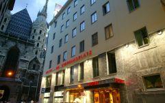 Hotelfassade bei Nacht (c) Stephan Huger (Hotel am Stephansplatz)