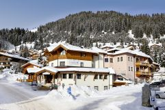 Hotelzufahrt im Winter (Biohotel Castello Königsleiten)