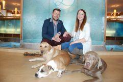 Hundetrainer Andreas Gomsi und Magdalena Reinisch (Hotel Larimar)