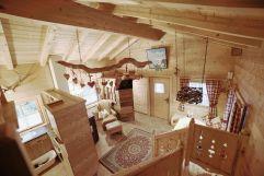 Individuell ausgestattetes Romantikchalet aus Holz (c) Blitzlicht Brunner (Naturdorf Oberkühnreit)