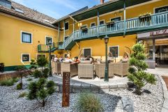 Innenhof des Hotels (Riverresort Donauschlinge)
