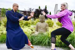 Kickboxweltmeisterin Nicole Trimmel und Shaolin-Großmeister Shi Yan Liang beim Training (Hotel Larimar)
