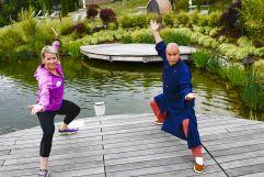 Kickboxweltmeisterin Nicole Trimmel und Shaolin-Großmeister Shi Yan Liang im Hotelgarten (Hotel Larimar)