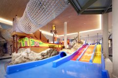 Kidspool mit Piratenschiff (c) Michael Huber (Alpenrose - Familux Resort)