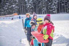 Kinder auf dem Beförderungsstreifen (c) Rotwild (Olang)