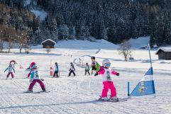 Kinder bei der Abfahrt (c) ichmachefotos.com (TVB Silberregion Karwendel)