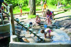 Kinder bei der Wasserwelt_Kinderwelt (c) Rotwild (Olang)
