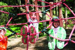 Kinder beim klettern in der Kinderwelt (c) Rotwild (Olang)