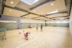 Kinder beim Spielen im Turnsaal (alpina zillertal)