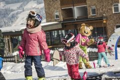Kinder haben Spaß im Schnee  (c) Jan Hanser mood photography (alpina zillertal)