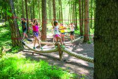 Kinder in der Kletterwelt_Kinderwelt (c) Rotwild (Olang)