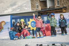 Kindergruppe beim Skikurs (c) Jan Hanser mood photography (alpina zillertal)