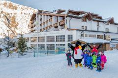Kinderskikurs vorm Hotel Hochfirst (c) Alexander Maria Lohmann