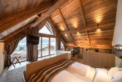 Kingsize-Bett im Baumhaus Schlafzimmer (Wanderhotel Gassner)
