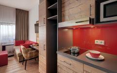 Kitchenette und Wohnbereich der Appartements (c) Thomas Haberland (Hotel Traumschmiede und Gasthof zur alten Schmiede)