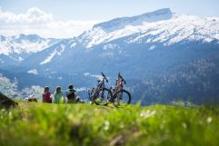 Kleine Pause mit Blick auf die Berge (c) Walserdruck (Genuss & Aktivhotel Sonnenburg - Kleinwalsertal Hotels)