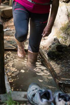 Kneippen bei den Barbianer Wasserfällen (Tourismusverein Klausen)
